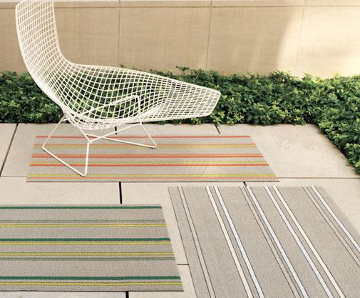 These striped outdoor rugs by Chilewich are so modern and stylish you'll be tempted to bring them inside!