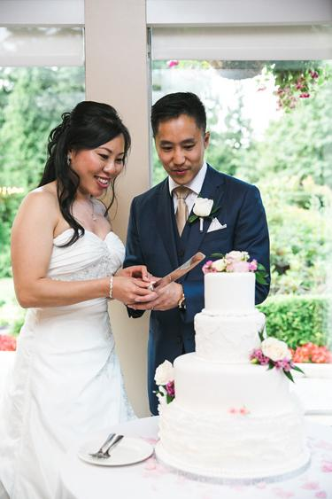 Vivid-Moments-cake-cutting-by-the-garden-at-UGC.jpg