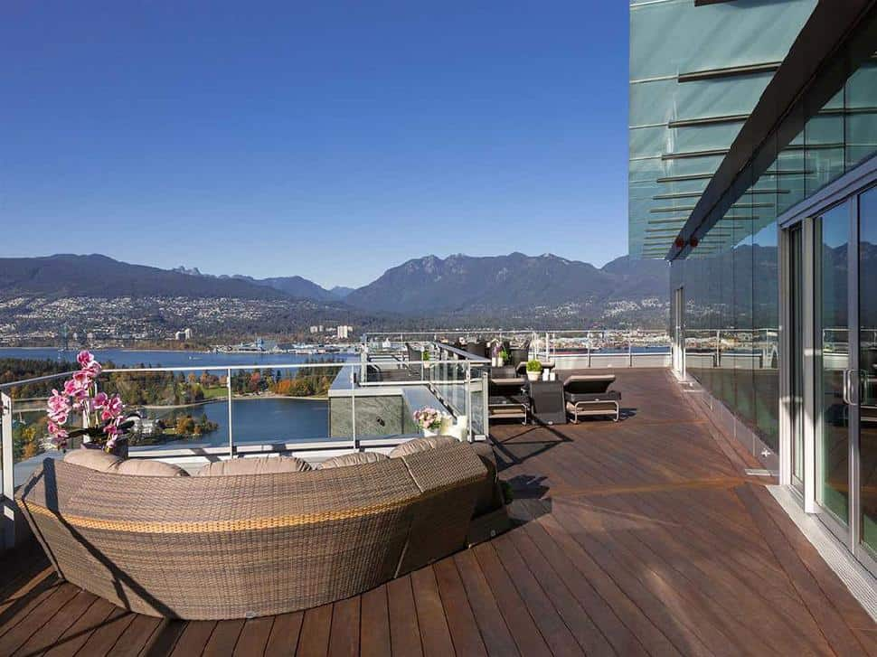 Coal-Harbour-Penthouse-deck.jpg