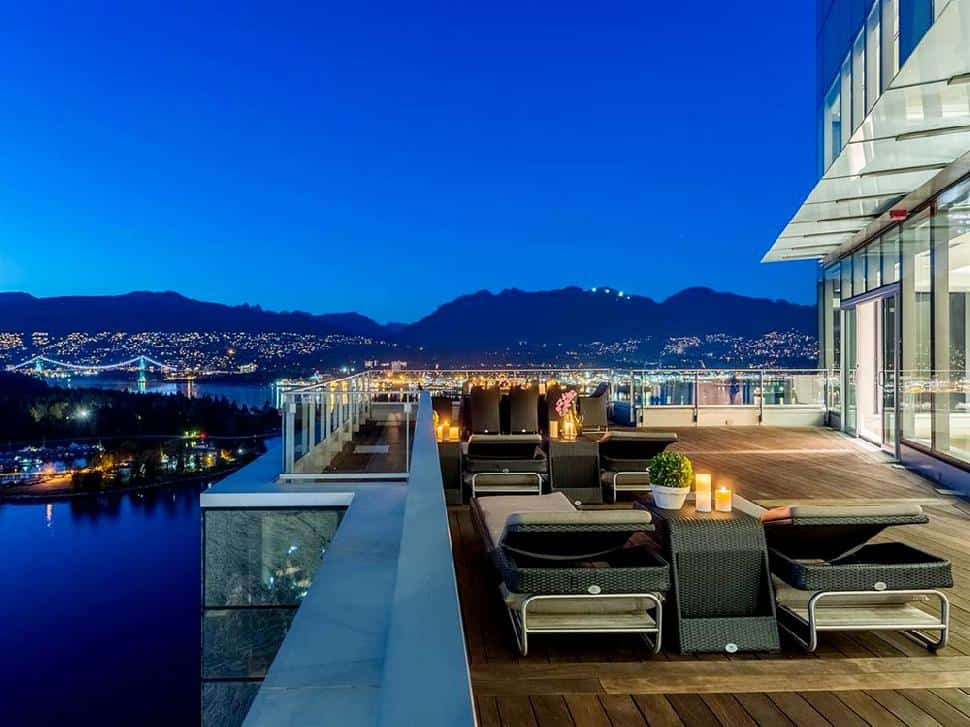 Coal-Harbour-Penthouse-deck2.jpg