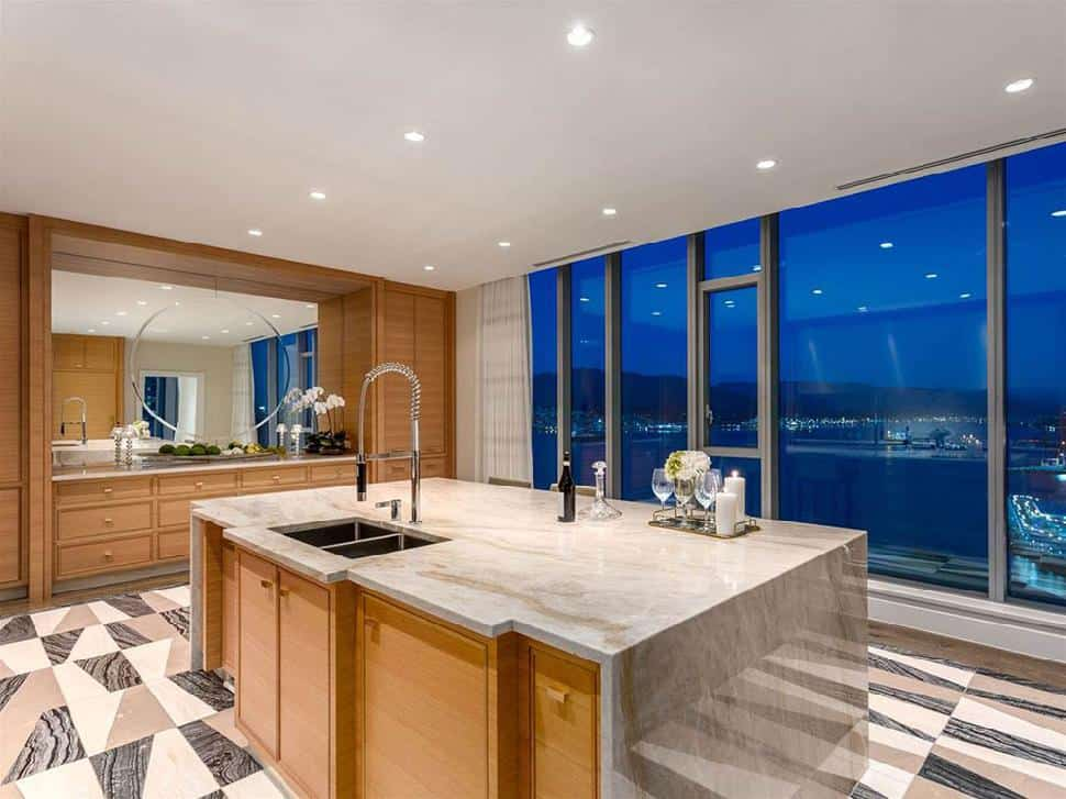 Coal-Harbour-Penthouse-kitchen.jpg