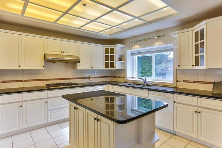 10.vancouver-west-side-real-estate-kitchen.jpg