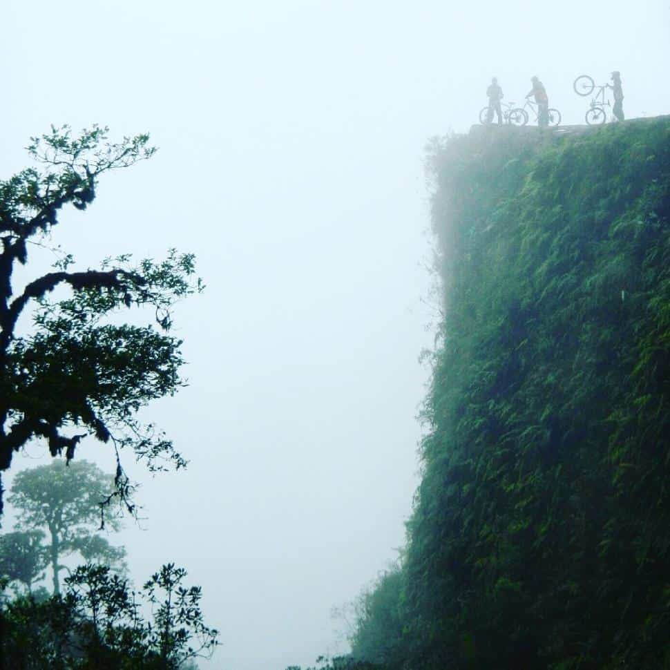 death road biking bolivia cliff vertigo danger dangerous die tourists