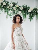 19-Ines%20di%20Santo-Bloom%20gown-Bisou%20Bridal.jpg
