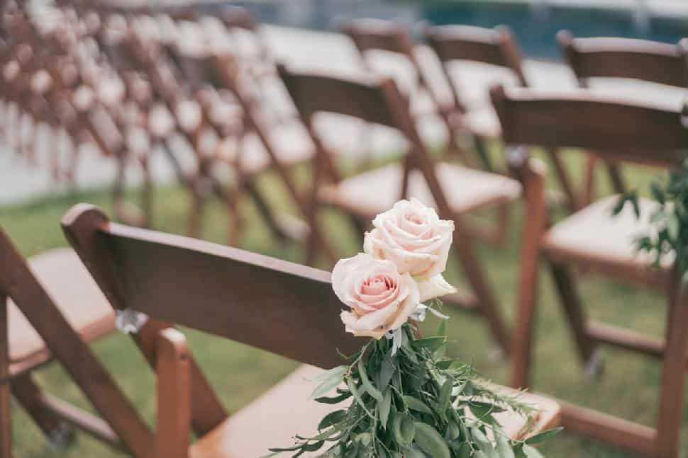flowers-ceremony-chairs-Flower-Factory.jpg