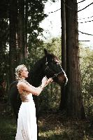 Hennygraphy bridal shoot, horse