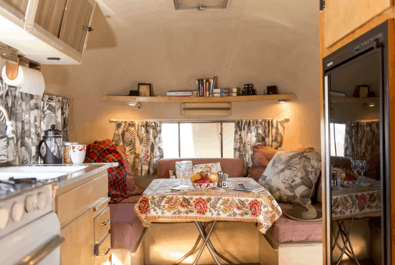 AIRSTREAM VINTAGE TRAILER ADVENTURE
