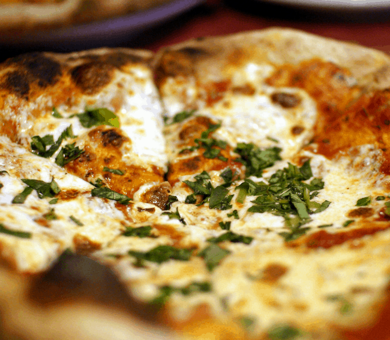 pizza thin crust tomato mozzerella Margherita