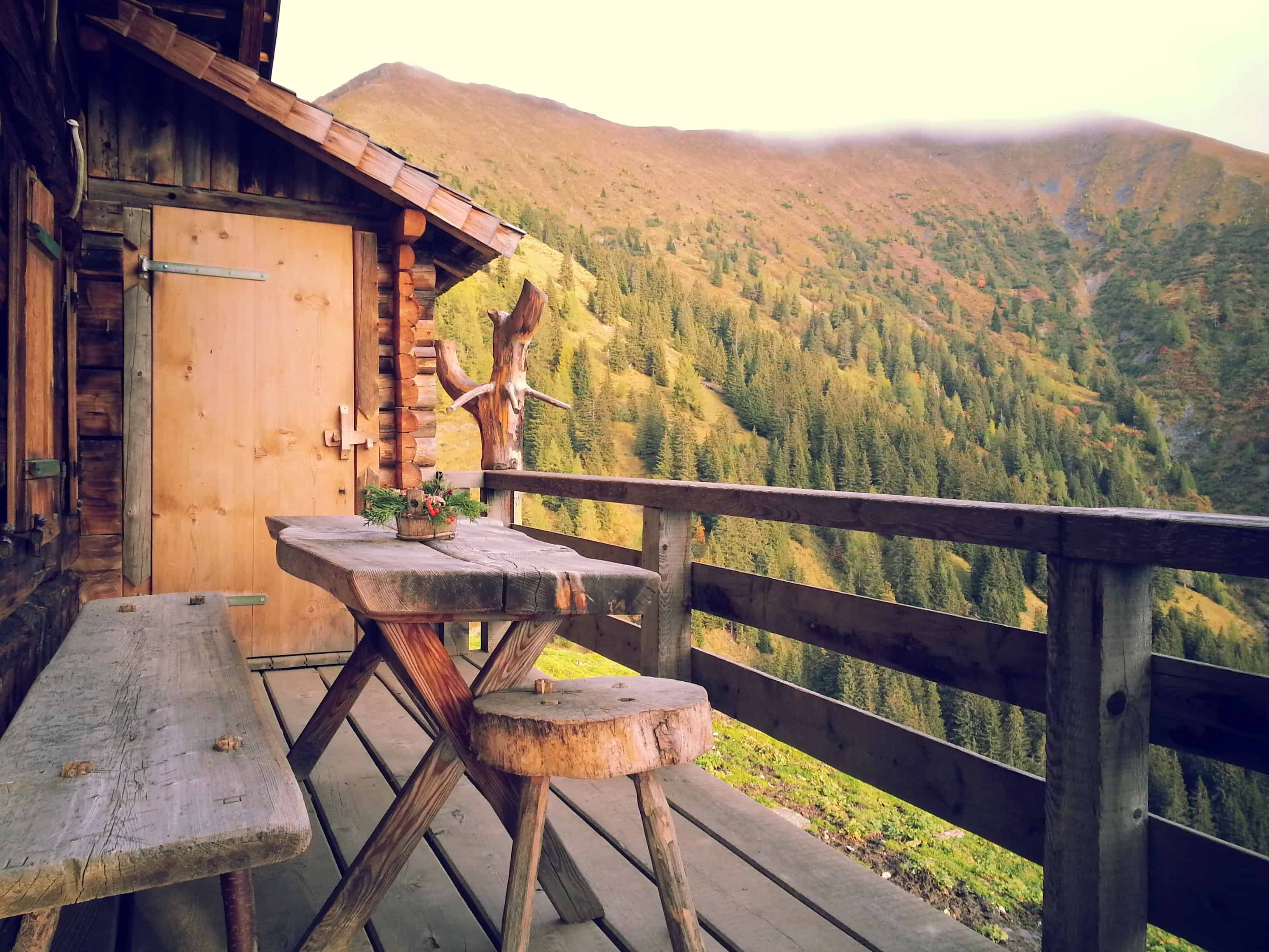 20 Beautiful Cabins for an Autumn Escape in BC
