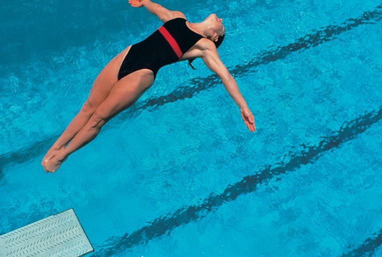 How to do a back dive - Explore Magazine