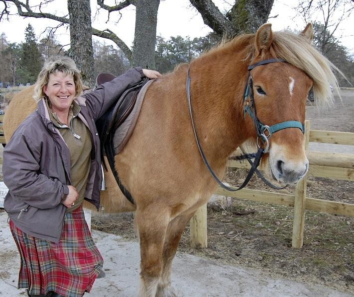 feona with highland pony