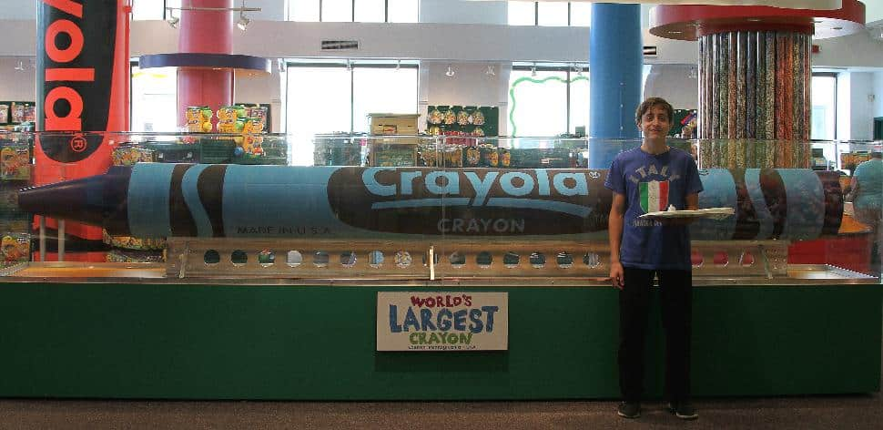 Crayola Store - World's Largest Crayon