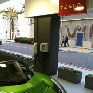Only in California: free electricity for your Tesla while you shop