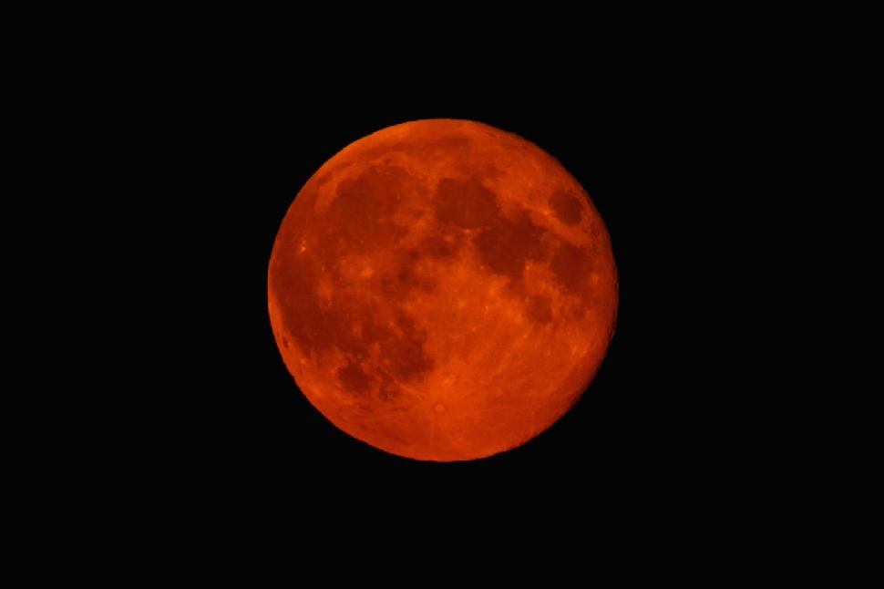 red supermoon