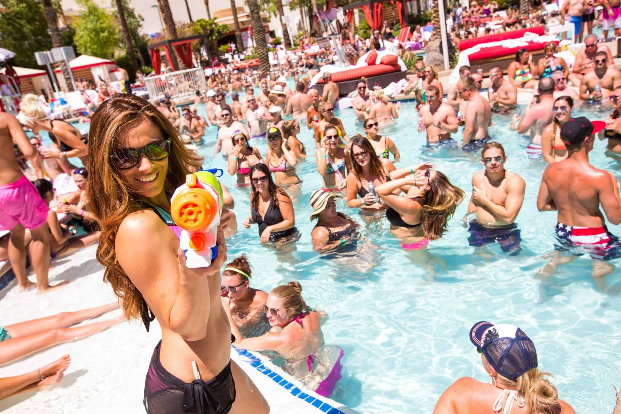 Best hotels in las vegas for pool parties