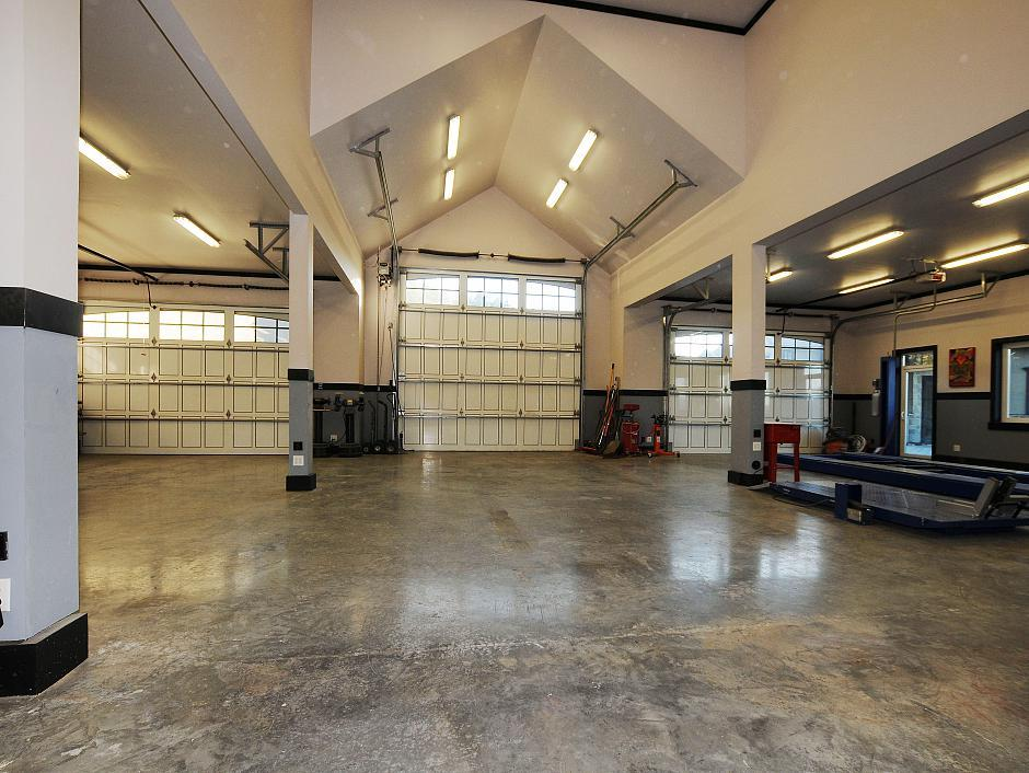 Big fat deal just the garage of this victoria home is for 6000 square feet