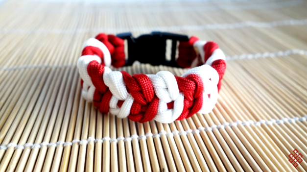 74 DIY Paracord Bracelet Tutorials - Explore Magazine