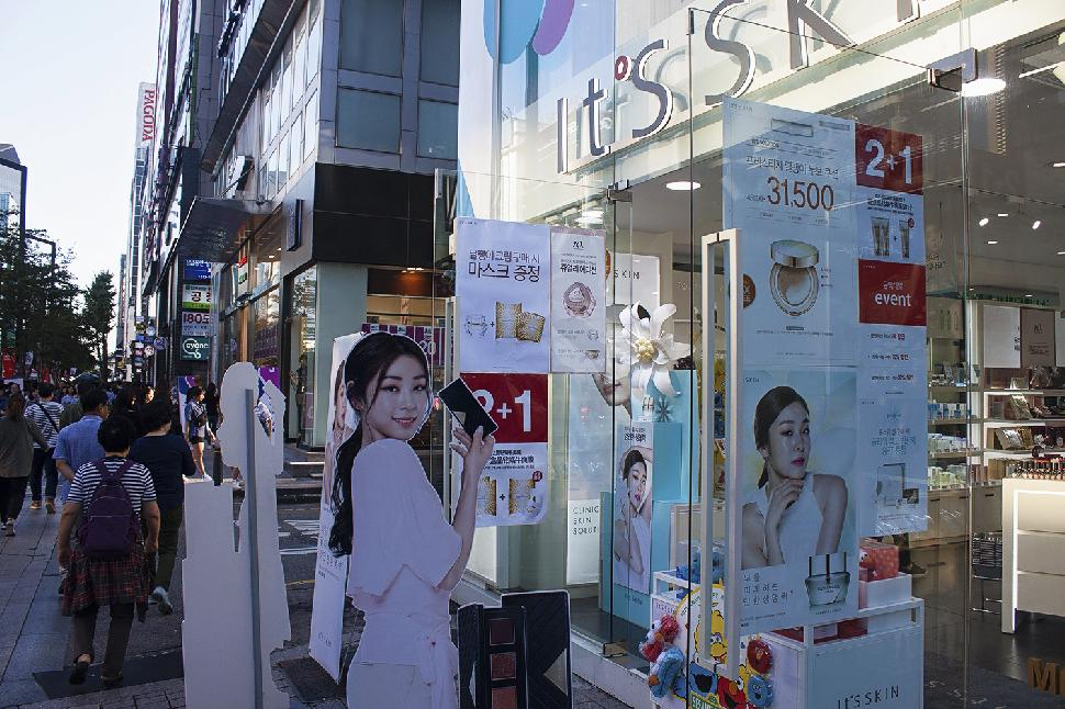 beauty advertisements korea streets