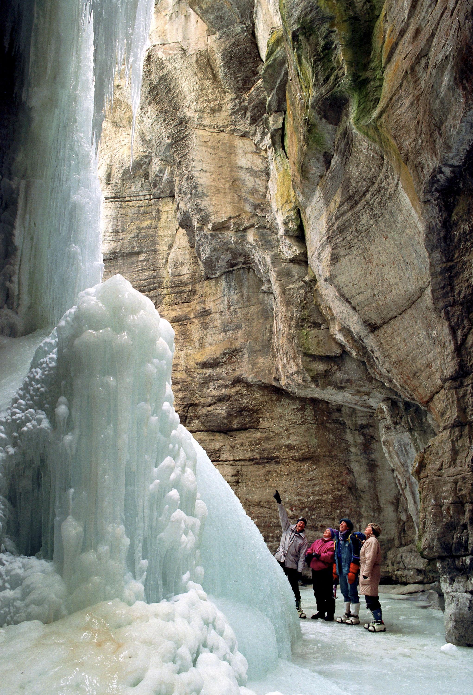 3 Breathtaking Ice Walks In Alberta S Rockies Explore