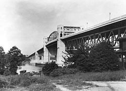 Burrard_Bridge_1940s-1_0.jpg